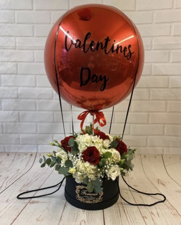 Romantic personalised hot air balloon hatbox