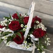 Pretty red rose basket